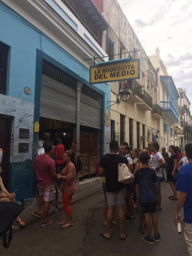 Crowd outside La Bodeguita